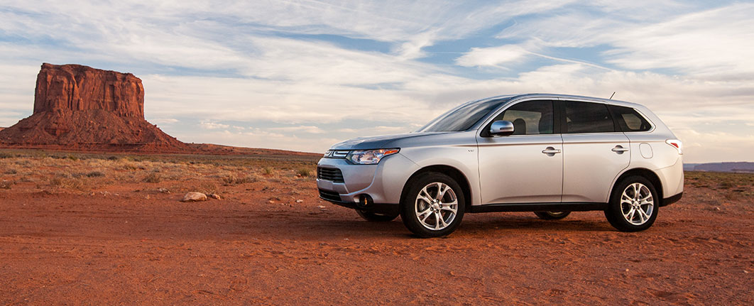 SEE THE OUTLANDER IN DETAIL - INCLUDING 360 VIEWS, COLORS, PHOTOS AND