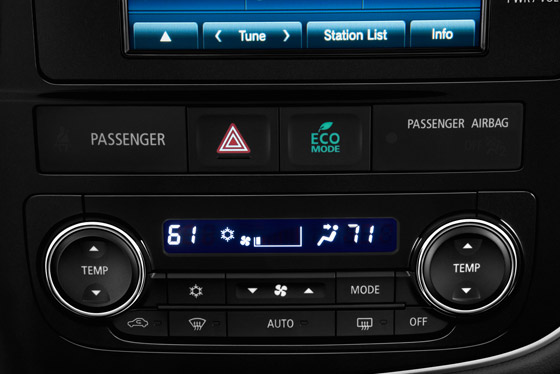 Dual-zone front automatic climate control