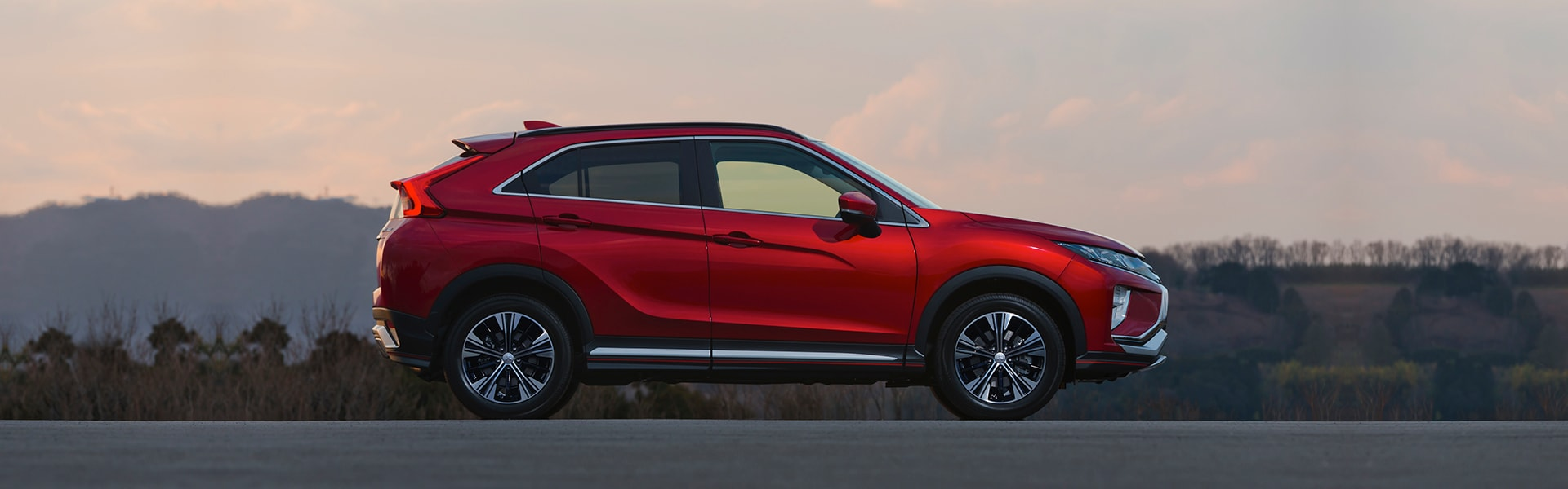 Sideview 2018 Mitsubishi Crossover SUV Exterior