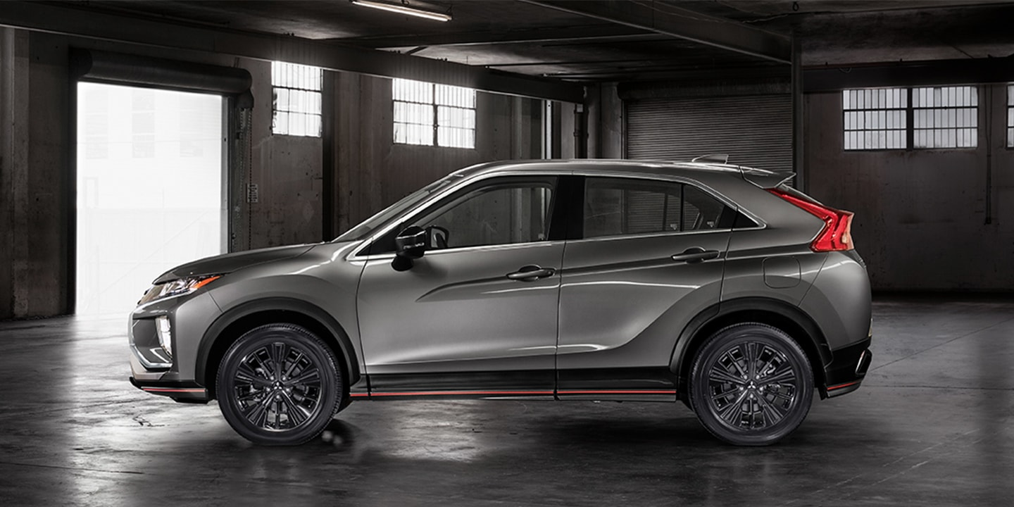The Eclipse Cross LE builds on its dynamic stance with exclusive accents.
