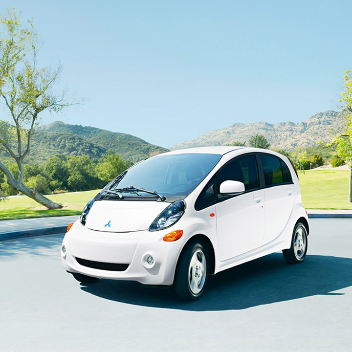 2017 Mitsubishi imiev exterior Diamond White in Parking lot