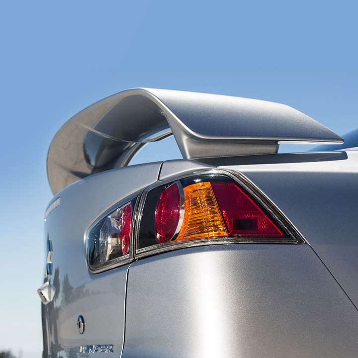 Give your Lancer and extra edge with the sporty rear wing spoiler, available as an accessory on every trim.