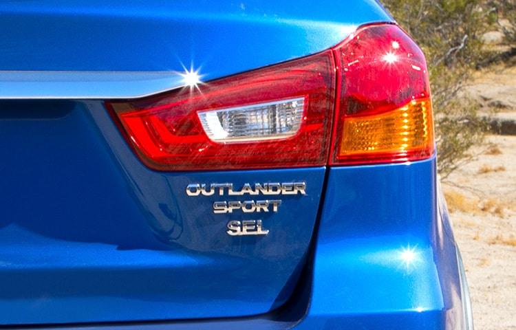Mitsubishi Outlander Sport 2018 emblem and taillight