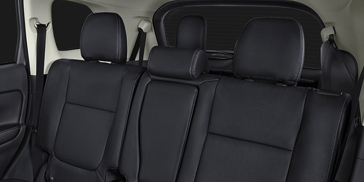2016 Mitsubishi Outlander interior 3rd row seating and foldable 2nd row