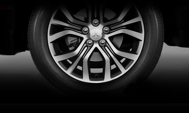 18 alloy wheels on 2016 Mitsubishi Outlander CUV