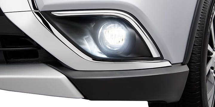 Fog lights on 2017 mitsubishi outlander front bumper exterior