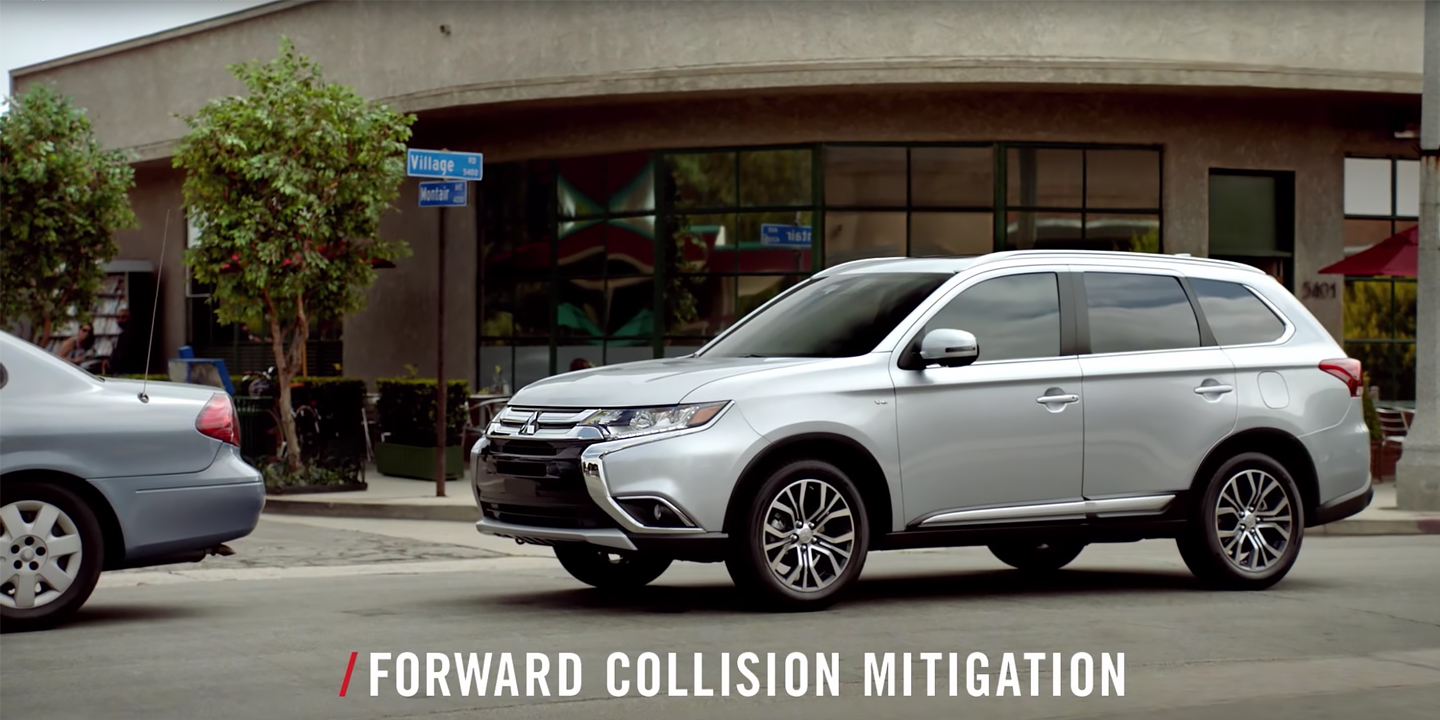video thumb forward collision mitigation 2017 Mitsubishi Outlander