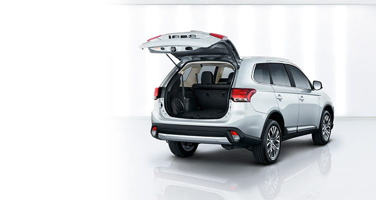 KBB recommended 2017 Mitsubishi Outlander exterior and cargo room