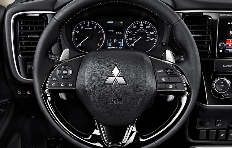 leather wrapped steering wheel 2018 Mitsubishi Outlander