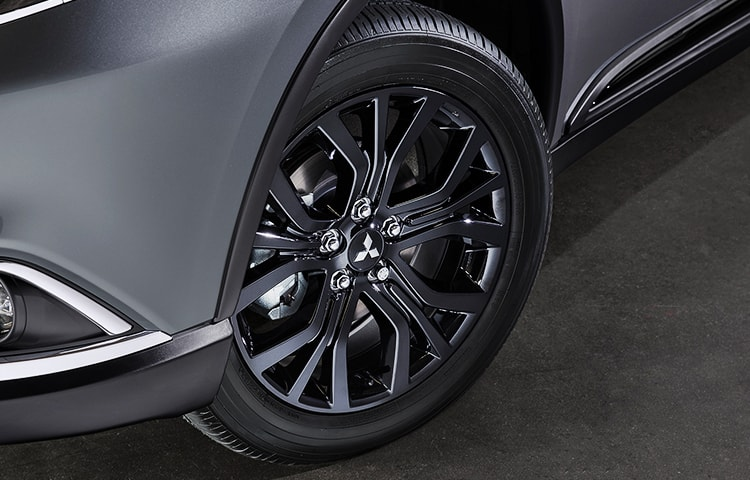 "Turn corners and heads with Outlander LE's striking 18"" stock black wheels."