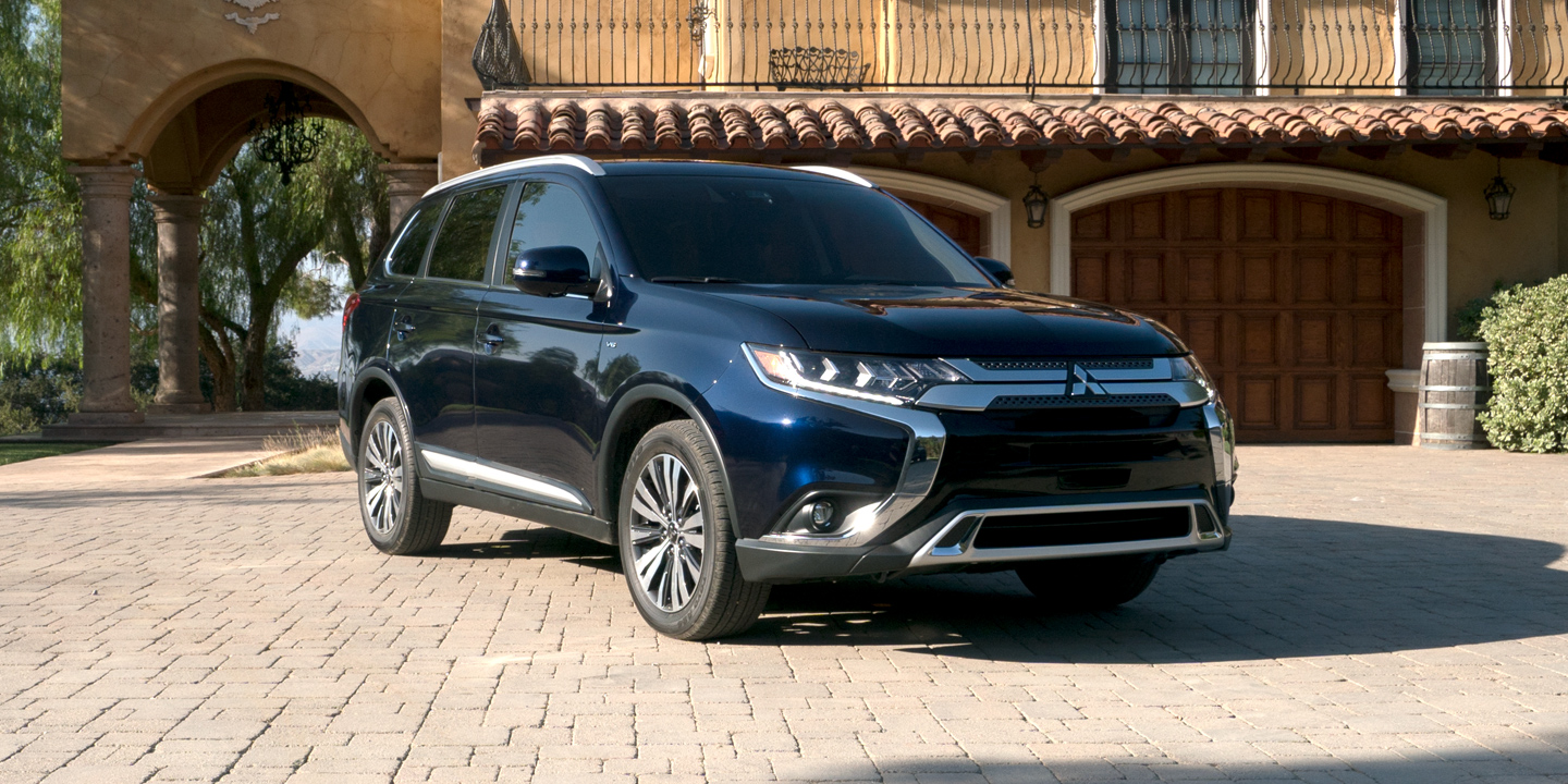 Explore the fully loaded 2019 Mitsubishi Outlander.
