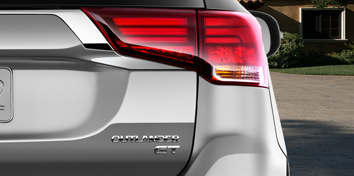 Discover why the 2019 Outlander crossover combines the ultimate in safety and style.