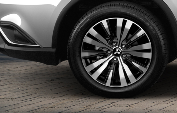 Turn heads with the 2019 Outlander distinctive and durable alloy rims.
