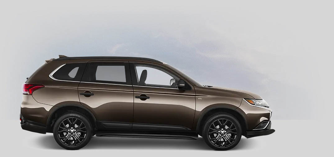 A 2020 Mitsubishi Outlander SP 2.4 with quartz brown metallic color.